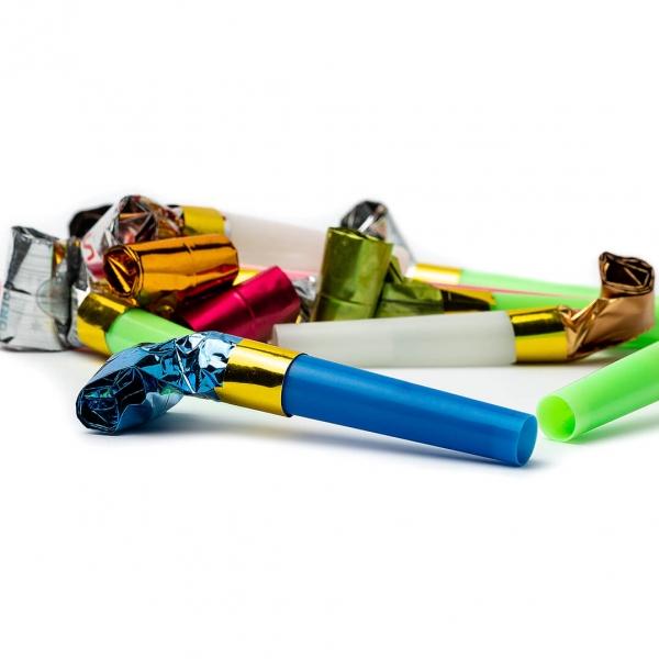 Свисток-дудка праздник пластик 6см набор 12шт  с